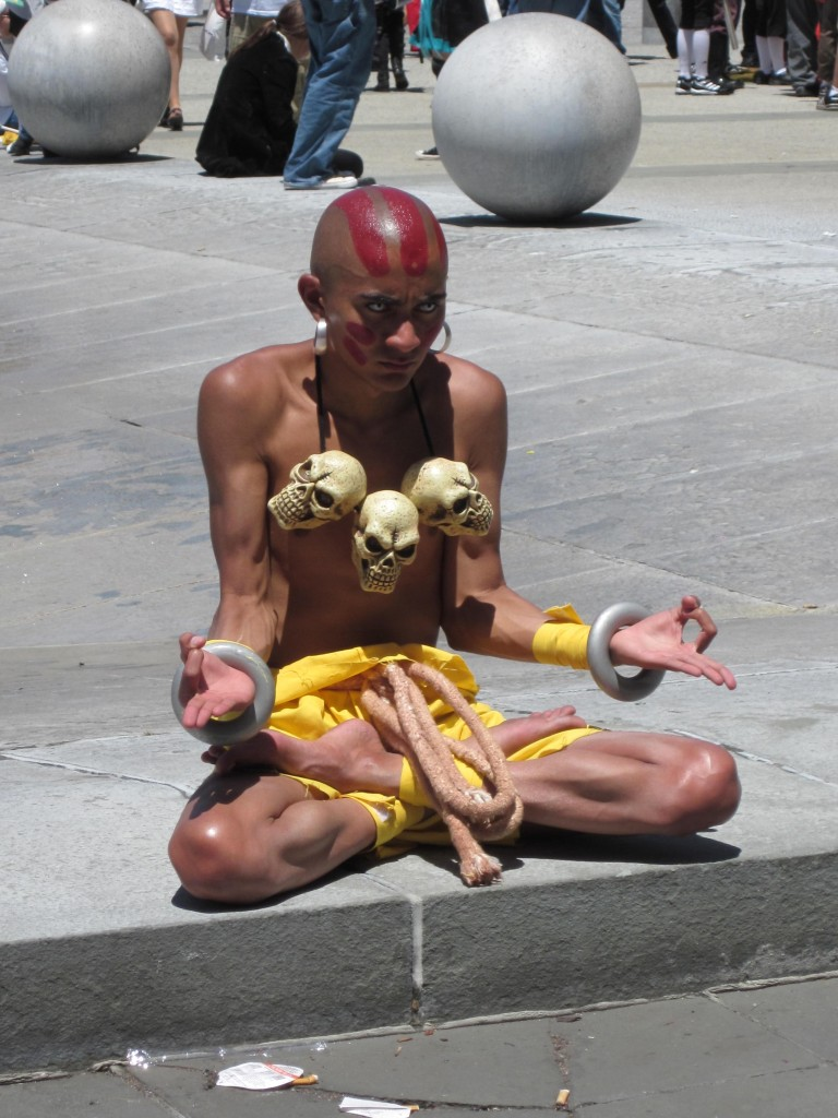Dhalsim_cosplayer_at_FanimeCon_2010-05-30_4