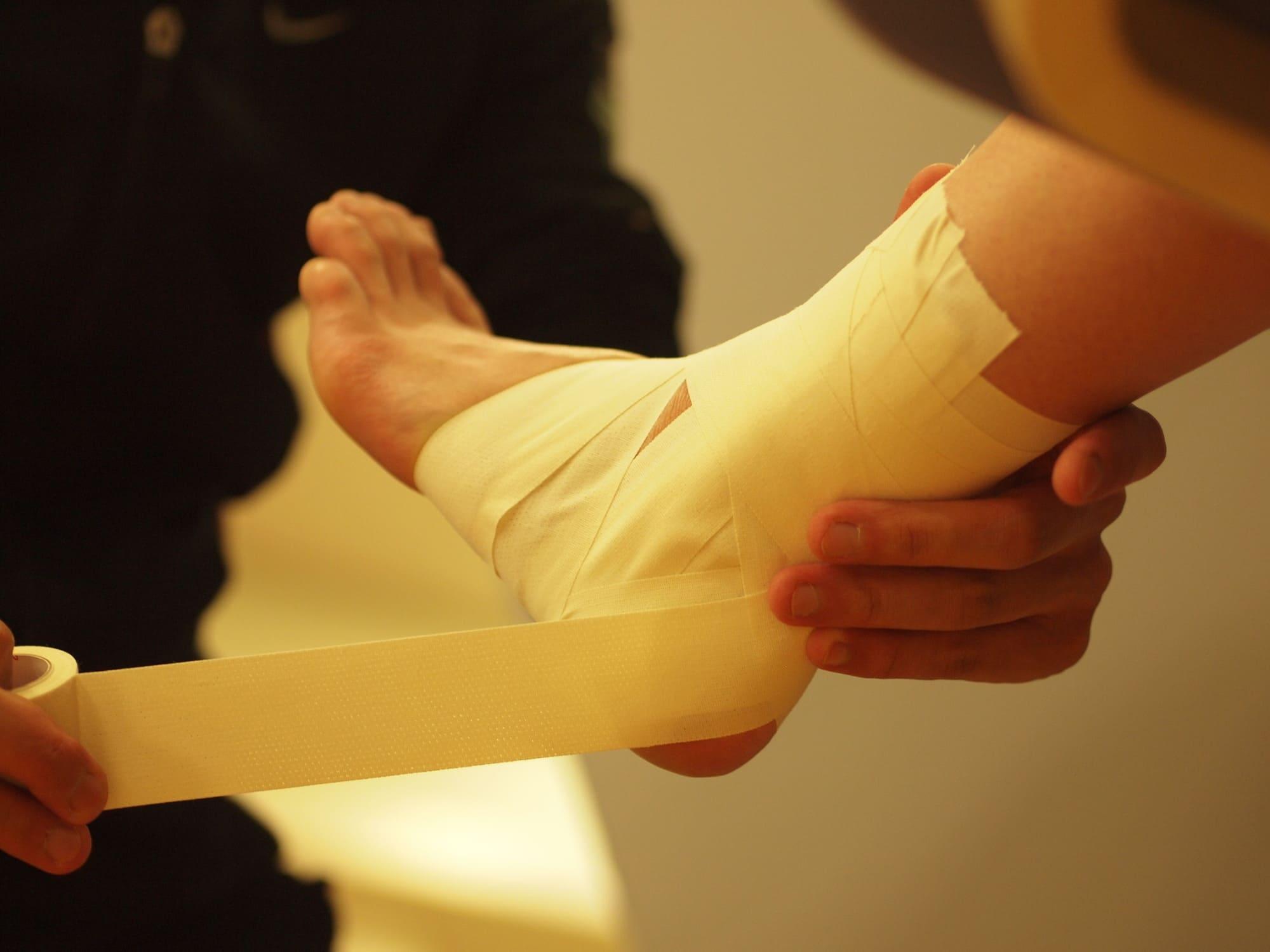 右足のテーピング